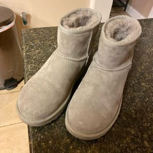 Womens Ugg Mini size 8